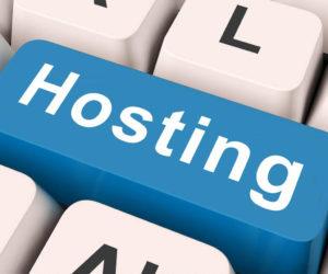 Relación entre hosting y el SEO - Imagen de teclado con palabra hosting