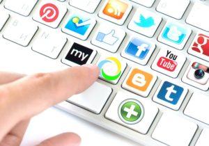 Marketing en redes sociales - Imagen un teclado con redes sociales